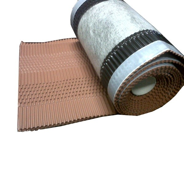 Closoir ventilé couleur Rouge, largeur 210 mm, long 5 M, par 4 pièces